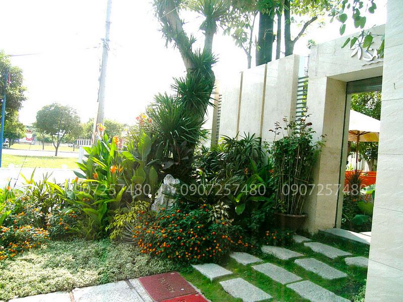 tiểu cảnh cổng vào quán cafe sân vườn